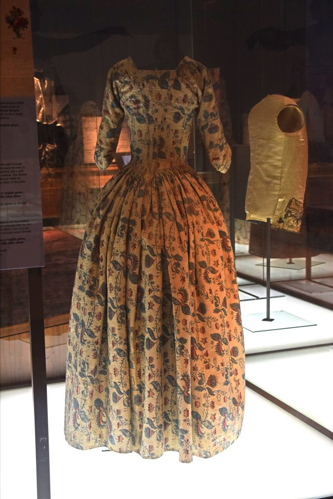 Robe a l'Anglaise, c1770-85, Kelvingrove Museum, Glasgow, Scotland.  It's made from a weft-patterned silk imitating damask.